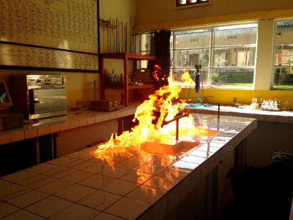 Feu au Labo chimie