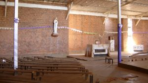nyamata-vements-morts-banc-chapelle-rwanda-genocide-tutsi